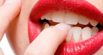 Cosas que no deberías hacer con los dientes